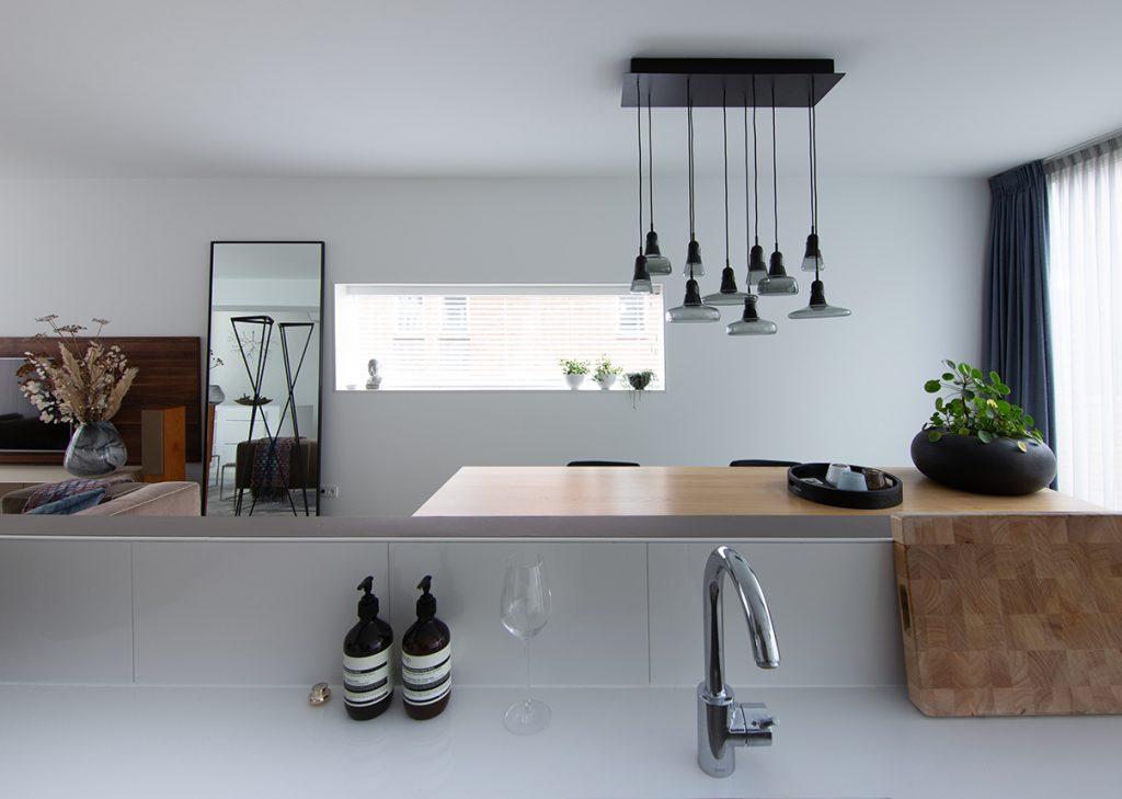 Zicht op eethoek vanuit keuken Italiaans Design interieurplan Nieuw Leiden